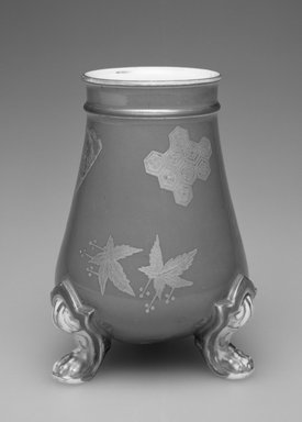 Worcester Royal Porcelain Co. (founded 1751). <em>Vase</em>, ca. 1876. Porcelain, 4 3/4 x 5 1/4 x 3 3/4 in.  (12.1 x 13.3 x 9.5 cm). Brooklyn Museum, Gift of Allen and Sydell Glass in memory of Phyllis Daks, 1998.93.10. Creative Commons-BY (Photo: Brooklyn Museum, 1998.93.10_bw.jpg)