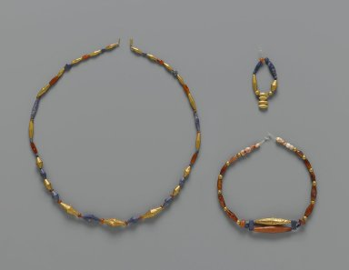 Sumerian. <em>Beads</em>, ca. 2600-2500 B.C.E. Gold, lapis lazuli, carnelian on modern string
