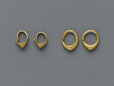 Sumerian. <em>Hoop Earring</em>, ca. 2600-2500 B.C.E. Gold, Diam. 9/16 in. (1.4 cm). Brooklyn Museum, Purchased with funds given by Shelby White, 1999.109.6. Creative Commons-BY (Photo: , 1999.109.6-.9_PS2.jpg)