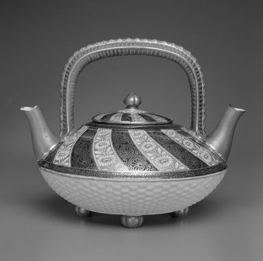 Worcester Royal Porcelain Co. (founded 1751). <em>Teapot and Lid</em>, 1878. Porcelain, 7 1/4 x 9 5/8 x 8 in. (18.4 x 24.4 x 20.3 cm). Brooklyn Museum, Gift of the Estate of Harold S. Keller, 1999.152.115a-b. Creative Commons-BY (Photo: Brooklyn Museum, 1999.152.115a-b_bw.jpg)