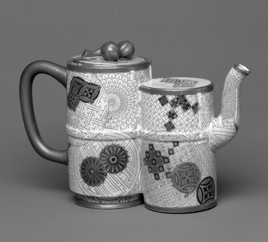 Worcester Royal Porcelain Co. (founded 1751). <em>Teapot and Lid</em>, 1877. Porcelain, 5 x 7 3/4 x 2 7/8 in. (12.7 x 19.7 x 7.3 cm). Brooklyn Museum, Gift of the Estate of Harold S. Keller, 1999.152.144a-b. Creative Commons-BY (Photo: Brooklyn Museum, 1999.152.144a-b_bw.jpg)