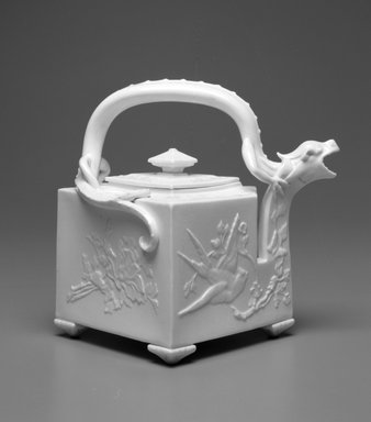 Worcester Royal Porcelain Co. (founded 1751). <em>Teapot, shape 254</em>, 1912. Porcelain, 7 1/2 x 8 1/2 x 7 1/4 in. (19.1 x 21.6 x 18.4 cm). Brooklyn Museum, Gift of the Estate of Harold S. Keller, 1999.152.147a-b. Creative Commons-BY (Photo: Brooklyn Museum, 1999.152.147a-b_bw.jpg)