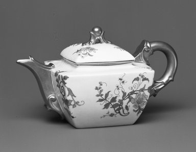 Worcester Royal Porcelain Co. (founded 1751). <em>Teapot</em>, 1890. Porcelain, 4 x 7 1/4 x 4 1/4 in. (10.2 x 18.4 x 10.8 cm). Brooklyn Museum, Gift of the Estate of Harold S. Keller, 1999.152.207a-b. Creative Commons-BY (Photo: Brooklyn Museum, 1999.152.207a-b_bw.jpg)
