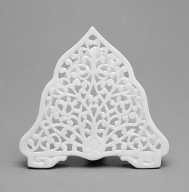Grainger and Co.. <em>Menu Holder</em>, ca. 1885. Porcelain, 2 7/8 x 3 1/8 x 1 1/2 in. (7.3 x 7.9 x 3.8 cm). Brooklyn Museum, Gift of the Estate of Harold S. Keller, 1999.152.54. Creative Commons-BY (Photo: Brooklyn Museum, 1999.152.54_bw.jpg)