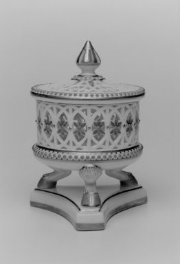 Grainger and Co.. <em>Jar and Cover</em>, before 1889. Porcelain, 4 3/4 x 3 1/2 x 3 in. (12.1 x 8.9 x 7.6 cm). Brooklyn Museum, Gift of the Estate of Harold S. Keller, 1999.152.93a-b. Creative Commons-BY (Photo: Brooklyn Museum, 1999.152.93a-b_bw.jpg)