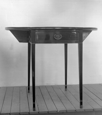 <em>Table</em>, Style of ca. 1790-1800. Mahogany with satinwood inlay, 28 1/2 x 30 1/2 x 18 3/4 in. (72.4 x 77.5 x 47.6 cm). Brooklyn Museum, Bequest of Samuel E. Haslett, 20.949. Creative Commons-BY (Photo: Brooklyn Museum, 20.949_glass_bw.jpg)