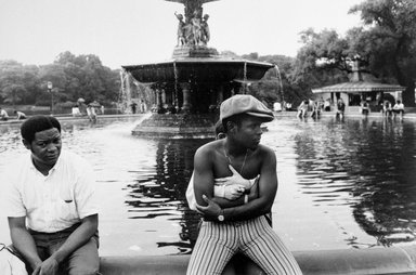 Joel Meyerowitz (American, born 1938). <em>Bethesda Fountain, Central Park (Couple Embracing)</em>, 1968. Gelatin silver photograph, Sheet: 11 x 14 in. (27.9 x 35.6 cm). Brooklyn Museum, Gift of Julian and Elaine Hyman, 2000.132.11. © artist or artist's estate (Photo: Brooklyn Museum, 2000.132.11_bw.jpg)