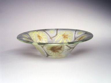 Michael Higgins (American, born England, 1908-1999). <em>Bowl</em>, Designed and made ca. 1955. Glass, 3 3/8 x 12 1/4 x 12 1/4 in.  (8.6 x 31.1 x 31.1 cm). Brooklyn Museum, H. Randolph Lever Fund, 2000.77. Creative Commons-BY (Photo: Brooklyn Museum, 2000.77_transp4813.jpg)