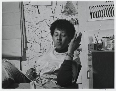 Arthur Mones (American, 1919-1998). <em>Howardina Pindell</em>, 1990. Gelatin silver photograph, image:  10 1/2 x 13 1/2 in.  (26.7 x 34.3 cm);. Brooklyn Museum, Gift of Wayne and Stephanie Mones at the request of their father, Arthur Mones, 2000.89.42. © artist or artist's estate (Photo: Brooklyn Museum, 2000.89.42_PS4.jpg)