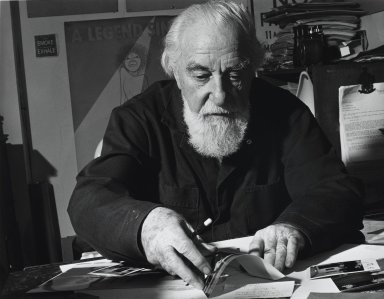 Arthur Mones (American, 1919-1998). <em>Al Hirshfeld</em>, 1994. Gelatin silver photograph, image:  10 1/2 x 13 1/2 in.  (26.7 x 34.3 cm);. Brooklyn Museum, Gift of Wayne and Stephanie Mones at the request of their father, Arthur Mones, 2000.89.62. © artist or artist's estate (Photo: Brooklyn Museum, 2000.89.62_PS4.jpg)