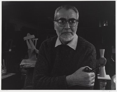 Arthur Mones (American, 1919-1998). <em>Sidney Geist</em>. Gelatin silver photograph, 10 1/2 x 13 1/2 in. Brooklyn Museum, Gift of Wayne and Stephanie Mones at the request of their father, Arthur Mones, 2001.76.8. © artist or artist's estate (Photo: Brooklyn Museum, 2001.76.8_PS9.jpg)