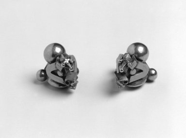 <em>Ear Ornaments (Thandatti)</em>, late 19th-early 20th century. Sheet gold hammered over a lac core