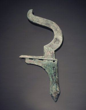 <em>Dagger Axe with Curved Finial</em>, 475-221 B.C.E. Bronze, 12 3/8 x 5 1/2in. (31.4 x 14cm). Brooklyn Museum, Anonymous gift, 2003.3.3. Creative Commons-BY (Photo: Brooklyn Museum, 2003.3.3_transp6305.jpg)