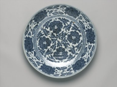 <em>Charger</em>, 16th to mid-17th century (possibly). Porcelain with underglaze cobalt blue decoration, 3 15/16 x 20 3/8 in. (10 x 51.8 cm). Brooklyn Museum, Gift of Dr. Alvin E. Friedman-Kien, 2004.112.18. Creative Commons-BY (Photo: Brooklyn Museum, 2004.112.18_top_PS1.jpg)