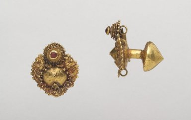<em>Pair of Earrings</em>. Gold, 1 9/16 x 1 3/8 x 13/16 in. (4.0 x 3.5 x 2.0 cm). Brooklyn Museum, Gift of Dr. Alvin E. Friedman-Kien, 2004.112.37a-b. Creative Commons-BY (Photo: Brooklyn Museum, 2004.112.37a-b.jpg)