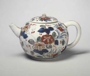 <em>Teapot</em>, ca. 1680. Porcelain with underglaze blue and overglaze enamel painting, 4 1/4 x 4 15/16 in. (10.8 x 12.5 cm). Brooklyn Museum, The Peggy N. and Roger G. Gerry Collection, 2004.28.52a-b. Creative Commons-BY (Photo: Brooklyn Museum, 2004.28.52a-b.jpg)