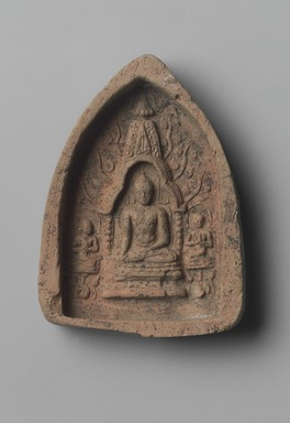 <em>Votive Tablet Depicting Shakyamuni Buddha</em>, 11th-14th century. Terracotta, 3 3/4 x 2 3/4 in. (9.5 x 7 cm). Brooklyn Museum, Gift of Jai Chandrasekhar, 2004.3.3. Creative Commons-BY (Photo: Brooklyn Museum, 2004.3.3.jpg)