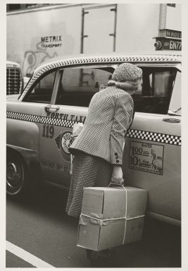 Helen Levitt (American, 1913-2009). <em>New York</em>, ca. 1982. Gelatin silver photograph, 13 3/4 x 9 3/8 in. (34.9 x 23.8 cm). Brooklyn Museum, Gift of Joan Liftin, 2007.45. © artist or artist's estate (Photo: Brooklyn Museum, 2007.45_PS6.jpg)