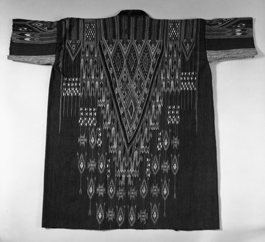 <em>Long Open Jacket</em>, 19th century. Wool, 37 in. (94 cm). Brooklyn Museum, Museum Expedition 1921, Robert B. Woodward Memorial Fund, 21.486.1. Creative Commons-BY (Photo: Brooklyn Museum, 21.486.1_bw.jpg)
