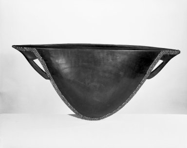 Mangbetu. <em>Cap-shaped Drum (Cowcow)</em>, late 19th or early 20th century. Wood, brass, 15 3/4 x 32 1/4 in. (40 x 81.9 cm). Brooklyn Museum, Museum Expedition 1922, Robert B. Woodward Memorial Fund, 22.1293. Creative Commons-BY (Photo: Brooklyn Museum, 22.1293_bw.jpg)