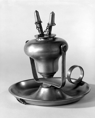 Endicott and Sumner. <em>Lamp</em>, 1846-1851. Pewter, Overall: 5 1/8 x 4 7/8 x 5 in. (13 x 12.4 x 12.7 cm). Brooklyn Museum, Gift of Mrs. Samuel Doughty, 27.522. Creative Commons-BY (Photo: Brooklyn Museum, 27.522_bw.jpg)