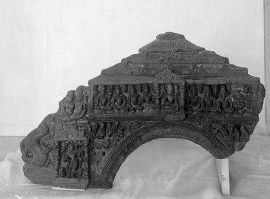 <em>Large Makara Torana</em>, 12th century. Sculpture, 19 11/16 x 28 9/16 in. (50 x 72.5 cm). Brooklyn Museum, Gift of Frederic B. Pratt, 27.71. Creative Commons-BY (Photo: Brooklyn Museum, 27.71_view2_glass_bw.jpg)