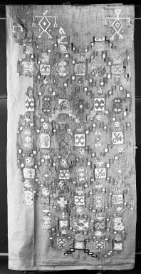 Nazca-Wari. <em>Panel</em>, 650-700. Cotton, camelid fiber, 68 × 98 in. (172.7 × 248.9 cm), not including support cloth. Brooklyn Museum, Gift of George D. Pratt, 30.1186. Creative Commons-BY (Photo: Brooklyn Museum, 30.1186_sample1_acetate_bw.jpg)