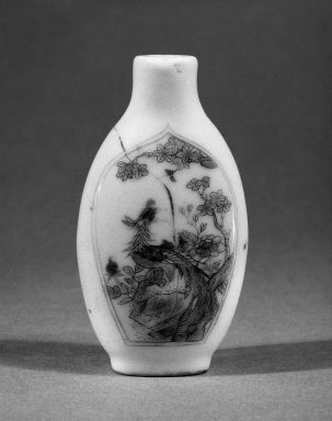 <em>Snuff Bottle</em>, 19th century. Porcelain, overglaze enamels, 3 x 1 11/16 in. (7.6 x 4.3 cm). Brooklyn Museum, Estate of Stewart Culin, Museum Purchase, 30.276.10. Creative Commons-BY (Photo: Brooklyn Museum, 30.276.10_bw.jpg)