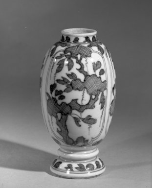 <em>Vase</em>, 1662-1722. Porcelain with cobalt-blue underglaze decoration, 5 1/2 x 3 1/8 in. (14 x 8 cm). Brooklyn Museum, Gift of the executors of the Estate of Colonel Michael Friedsam, 32.1050. Creative Commons-BY (Photo: Brooklyn Museum, 32.1050_acetate_bw.jpg)