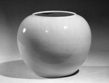 <em>Jar</em>, 1662-1772. Porcelain, glaze, 6 1/8 x 7 5/8 in. (15.6 x 19.4 cm). Brooklyn Museum, Gift of the executors of the Estate of Colonel Michael Friedsam, 32.1152. Creative Commons-BY (Photo: Brooklyn Museum, 32.1152_acetate_bw.jpg)