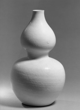 <em>Double-Gourd Vase</em>, 1662-1772. Porcelain, glaze, 11 3/8 x 6 3/4 in. (28.9 x 17.2 cm). Brooklyn Museum, Gift of the executors of the Estate of Colonel Michael Friedsam, 32.1188. Creative Commons-BY (Photo: Brooklyn Museum, 32.1188_acetate_bw.jpg)