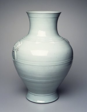 <em>Large Thick Walled Vase</em>, 1736-1795 C.E. Porcelain, glaze, 21 15/16 x 15 3/8 in. (55.8 x 39 cm). Brooklyn Museum, Gift of the executors of the Estate of Colonel Michael Friedsam, 32.1244. Creative Commons-BY (Photo: Brooklyn Museum, 32.1244_transp6048.jpg)