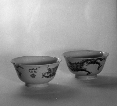 <em>Pair of Bowls</em>, 1662-1722. Porcelain with overglaze enamels, A: 2 7/8 x 5 11/16 in. (7.3 x 14.5 cm). Brooklyn Museum, Gift of the executors of the Estate of Colonel Michael Friedsam, 32.976a-b. Creative Commons-BY (Photo: Brooklyn Museum, 32.976a-b_bw.jpg)