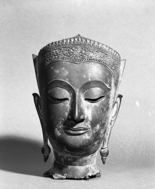 <em>Head of a Buddha</em>, 16th century. Bronze, 11 13/16 x 8 1/8 x 8 in. (30 x 20.6 x 20.3 cm). Brooklyn Museum, Gift of George C. Brackett, 33.156. Creative Commons-BY (Photo: Brooklyn Museum, 33.156_acetate_bw.jpg)