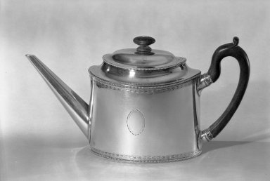 American. <em>Teapot</em>, ca. 1800. Silver, 6 1/8 x 11 7/16 in. (15.5 x 29 cm). Brooklyn Museum, George C. Brackett Fund, 33.245. Creative Commons-BY (Photo: Brooklyn Museum, 33.245_acetate_bw.jpg)