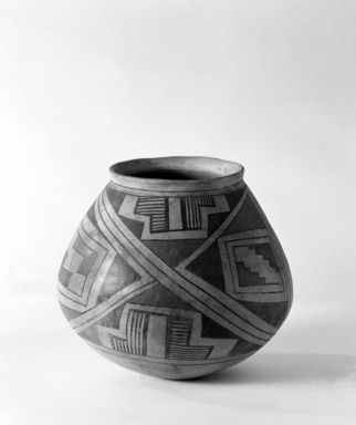 Pueblo (unidentified). <em>Globular Jar</em>, 17th century. Pottery, galena, lead ore, 7 11/16 x 8 7/16 in.  (19.5 x 21.5 cm). Brooklyn Museum, Brooklyn Museum Collection, 34.617. Creative Commons-BY (Photo: Brooklyn Museum, 34.617_bw.jpg)