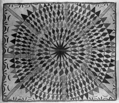 Samoan. <em>Tapa (Siapo mamanu)</em>, late 19th century. Barkcloth, pigment, 55 1/2 x 48 5/8 in. (141 x 123.5 cm). Brooklyn Museum, Brooklyn Museum Collection, 35.1579. Creative Commons-BY (Photo: Brooklyn Museum, 35.1579_glass_bw.jpg)
