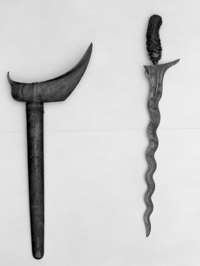 <em>Kris</em>. Metal, wood, 7 1/16 × 19 1/2 in. (18 × 49.5 cm). Brooklyn Museum, Gift of Appleton Sturgis, 35.2076. Creative Commons-BY (Photo: Brooklyn Museum, 35.2076_acetate_bw.jpg)