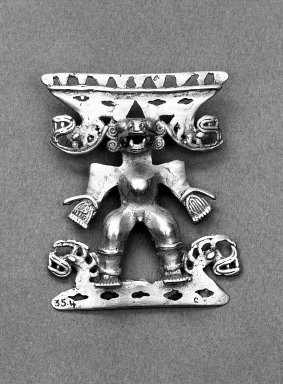 Diquís. <em>Ornament</em>, 700-1550 CE. Gold Brooklyn Museum, Alfred W. Jenkins Fund, 35.4. Creative Commons-BY (Photo: Brooklyn Museum, 35.4_acetate_bw.jpg)