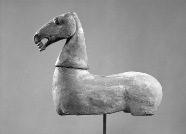 <em>Medium Sized Hollow Head of a Horse</em>, 206 B.C.-220 C.E. Pottery, 9 x 9 7/16 in. (22.9 x 24 cm). Brooklyn Museum, Brooklyn Museum Collection, 36.855. Creative Commons-BY (Photo: Brooklyn Museum, 36.855_36.856_view2_acetate_bw.jpg)