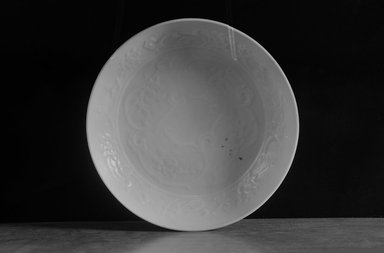 <em>Plate</em>, 1279-1368. Porcelain with egg white (luanbai) glaze, 1 3/4 x 6 5/8 in. (4.5 x 16.8 cm). Brooklyn Museum, By exchange, 37.135. Creative Commons-BY (Photo: Brooklyn Museum, 37.135_bw.jpg)