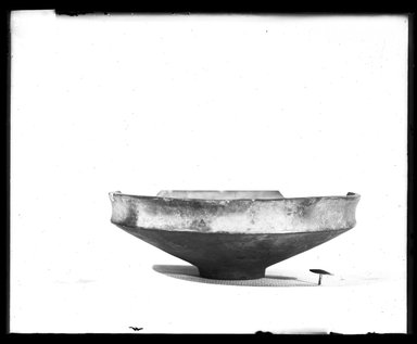 <em>Shallow Bowl</em>. Green faience, base: 1 1/4 in. (3.2 cm). Brooklyn Museum, Charles Edwin Wilbour Fund, 37.1583E. Creative Commons-BY (Photo: Brooklyn Museum, 37.1583E_NegA_SL4.jpg)