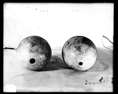 <em>Ostrich Egg</em>. Eggshell, Diam. 4 15/16 x 5 1/2 in. (12.5 x 14 cm). Brooklyn Museum, Charles Edwin Wilbour Fund, 37.2042.37E. Creative Commons-BY (Photo: , 37.2042.36E_37.2042.37E_GrpA_SL4.jpg)