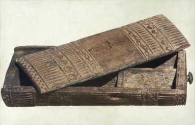<em>Cosmetic Box</em>, ca. 1336-1295 B.C.E. Wood (acacia?), 1 9/16 x 3 x 6 3/8 in. (4 x 7.6 x 16.2 cm). Brooklyn Museum, Charles Edwin Wilbour Fund, 37.602E. Creative Commons-BY (Photo: Brooklyn Museum, 37.602E_SL1.jpg)
