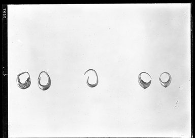 <em>Plain Earring</em>. Gold Brooklyn Museum, Charles Edwin Wilbour Fund, 37.748E. Creative Commons-BY (Photo: , 37.746E_37.747E_37.748E_37.749E_37.750E_GrpA_SL4.jpg)