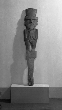 Chimú. <em>Wooden Figure Holding Cup</em>, 1000-1470. Wood, pigments, 49 x 9 in.  (124.5 x 22.9 cm). Brooklyn Museum, Frank L. Babbott Fund, 38.62. Creative Commons-BY (Photo: Brooklyn Museum, 38.62_acetate_bw.jpg)