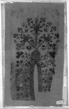 <em>Egypto-Arabic Textile</em>. Silk embroidery on linen Brooklyn Museum, Charles Edwin Wilbour Fund, 38.823. Creative Commons-BY (Photo: Brooklyn Museum, 38.823_acetate_bw.jpg)