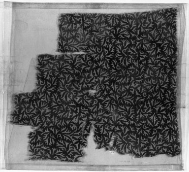 <em>Egypto-Arabic Textile found in Egypt</em>, 12th-15th century. Block-printed cotton, 10 5/8 x 9 7/16 in. (27 x 24 cm). Brooklyn Museum, Charles Edwin Wilbour Fund, 38.828. Creative Commons-BY (Photo: Brooklyn Museum, 38.828_acetate_bw.jpg)