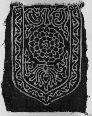 <em>Egypto-Arabic Textile, Fostate Print found in Egypt</em>, 12th-15th century. Printed cotton, 6 5/16 x 5 1/8 in. (16 x 13 cm). Brooklyn Museum, Charles Edwin Wilbour Fund, 38.831. Creative Commons-BY (Photo: Brooklyn Museum, 38.831_acetate_bw.jpg)
