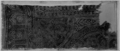 <em>Egypto-Arabic Textile, Hanging or Coverlet found in Egypt</em>, 12th-15th century. Printed cotton, 17 5/16 x 6 11/16 in. (44 x 17 cm). Brooklyn Museum, Charles Edwin Wilbour Fund, 38.832. Creative Commons-BY (Photo: Brooklyn Museum, 38.832_acetate_bw.jpg)